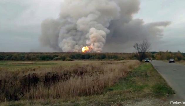 Під час пожежі на військовому арсеналі в РФ постраждало шестеро осіб