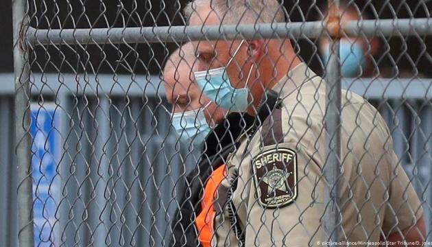 Ексофіцер поліції, причетний до вбивства Джорджа Флойда, вийшов під заставу