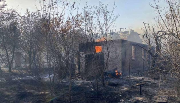 У Харкові загасили велику пожежу, яка охопила житлові будинки