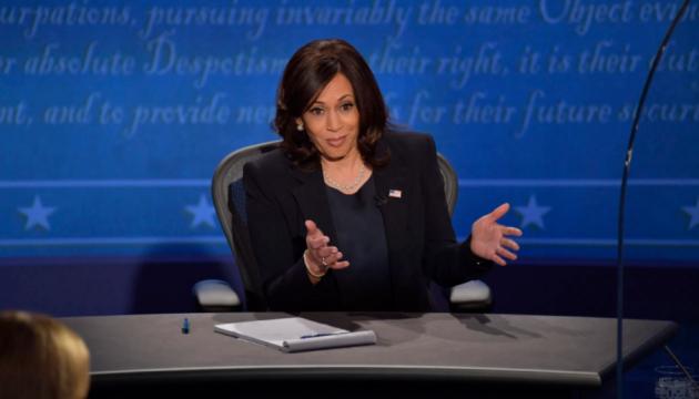 Більшість глядачів дебатів Пенса і Гарріс вважають, що перемогла остання – опитування CNN