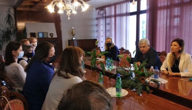 Dzheppar meets with Ukrainian community in Slovakia