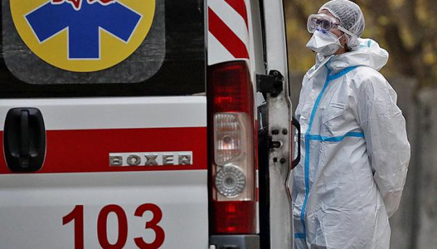 Директор київської лікарні пояснив чергу із «швидких»