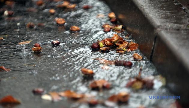 Перший день листопада в Україні - холодний і дощовий