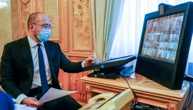 Шмыгаль поручил Минздраву увеличить количество COVID-кроватей в регионах
