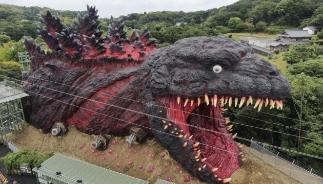 Японія представила новий атракціон: велетенського 23-метрового Годзіллу