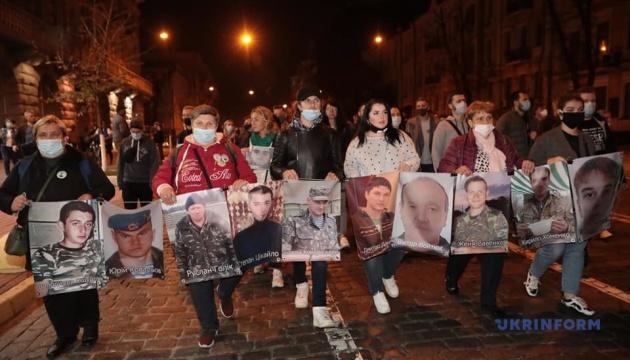 Учасники акції на підтримку бранців Кремля пройшли колоною до урядового кварталу