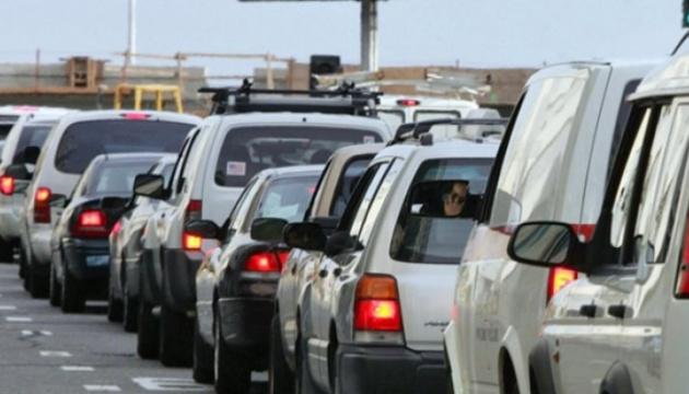На кордоні з Угорщиною утворилася велика черга з автомобілів
