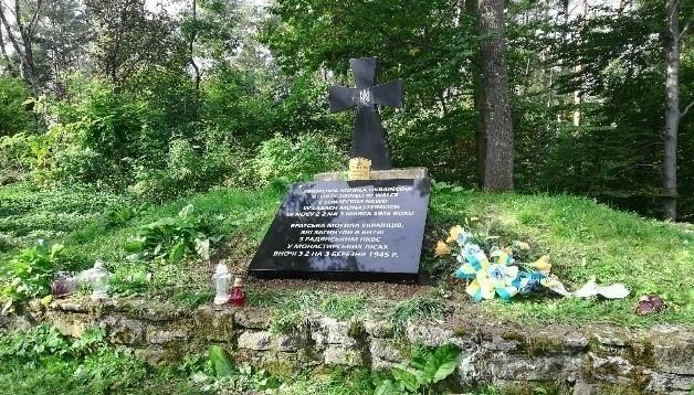 Польша обещает заменить мемориальную таблицу воинов УПА на горе Монастырь после эксгумации
