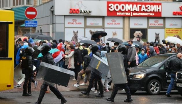 Минские силовики пообещали «гуманно» применять оружие к «острокопытным» протестующим