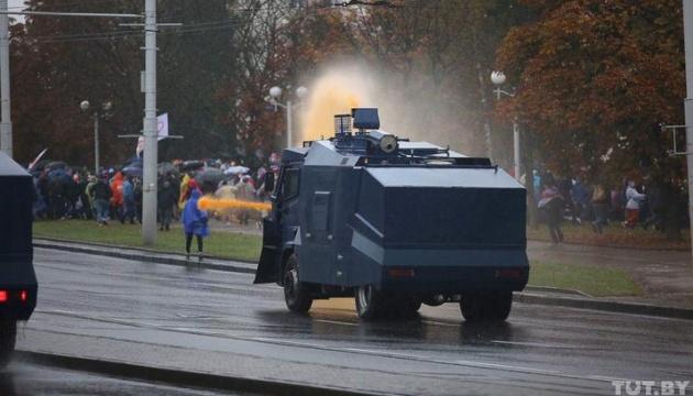 Марш гордості у Мінську розганяють водометами з фарбою