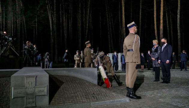 Duda commemorates Katyn massacre victims in Bykivnia