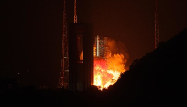 Китай запустил еще один оптический спутник