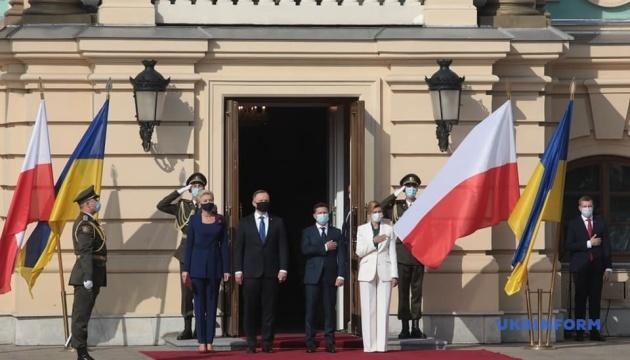 Selenskyj empfängt Duda im Marienpalast
