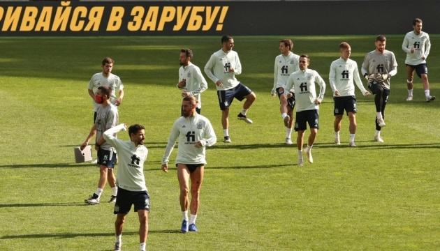 Футболисты Испании провели тренировку на НСК