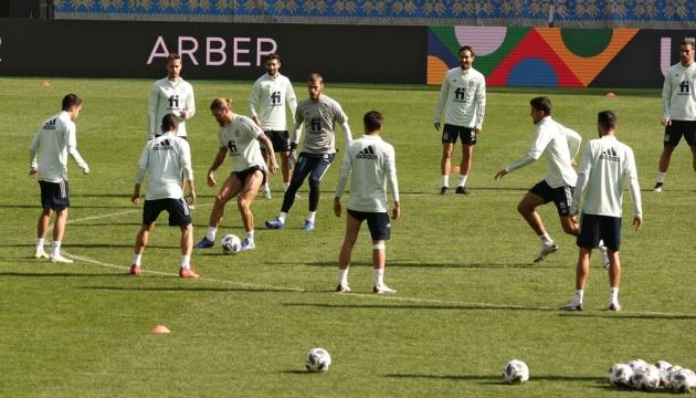 Футболісти Іспанії провели тренування на НСК