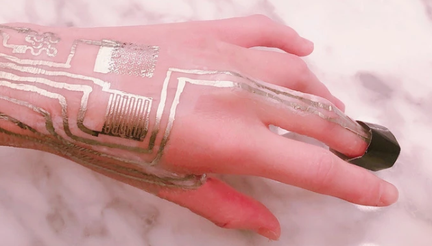 В США изобрели датчик, который можно печатать на коже