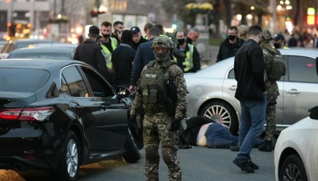 На Крещатике с погоней и стрельбой задержали грабителей