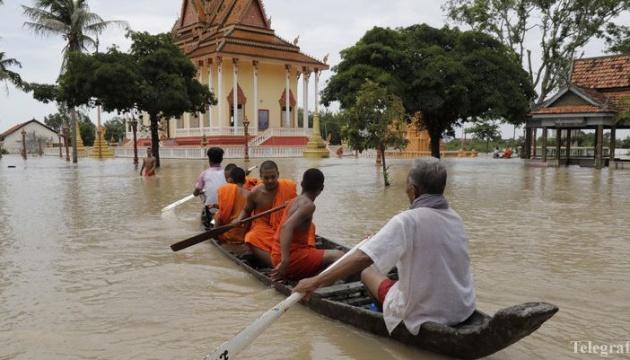 Паводки в Камбодже унесли жизни не менее 11 человек