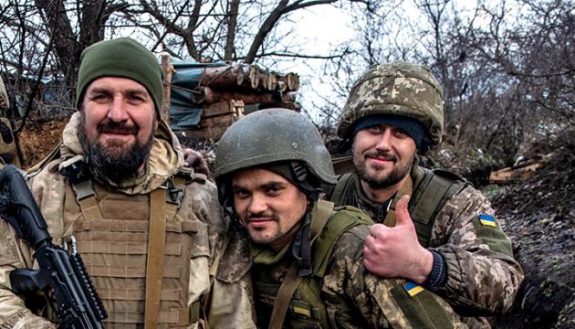 Les Ukrainiens célèbrent la Journée du défenseur de l'Ukraine