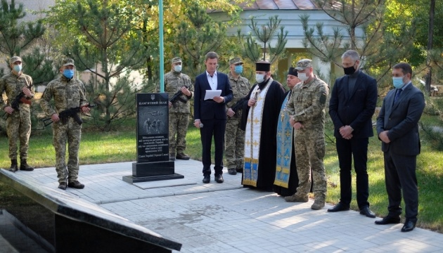 У Сєвєродонецьку відкрили меморіальний знак медикам, які загинули на Донбасі