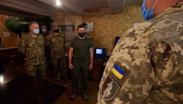 Зеленский пообщался с военными в зоне ООС