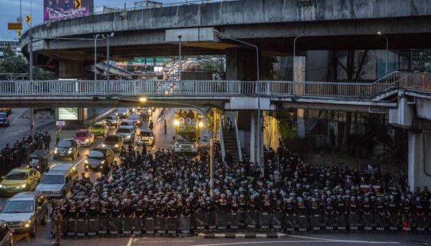 Таиланд ввел чрезвычайное положение, чтобы остановить массовые протесты