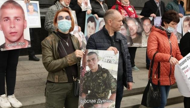 Під Офіс Президента прийшли родичі полонених та зниклих без вісти