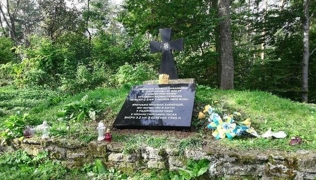 Могила УПА на горі Монастир: польські інтелектуали закликали відновити стелу з прізвищами