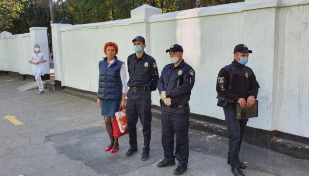 Руководитель «инфекционки» Николаева считает обыски давлением на нее из-за участия в выборах