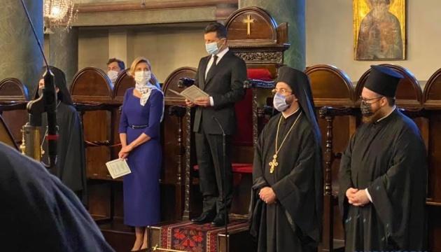 El presidente Zelensky reza por Ucrania en Estambul