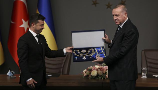 Зеленский наградил Эрдогана орденом