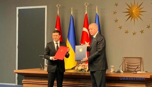 ウクライナとトルコ、軍事関連協定など複数文書に署名