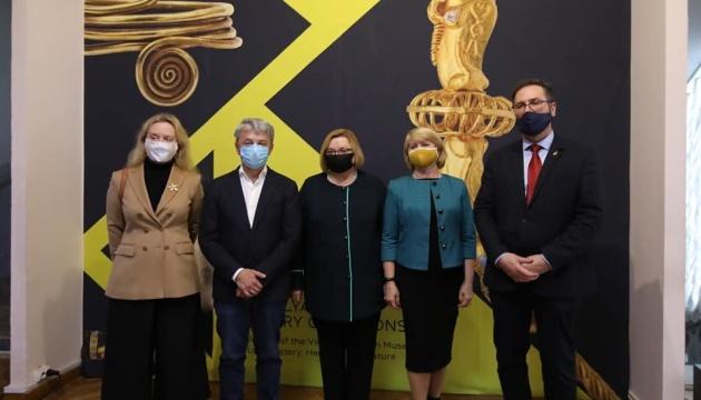 Ткаченко відкрив виставку «Золото Поділля» і закликав ходити у музеї
