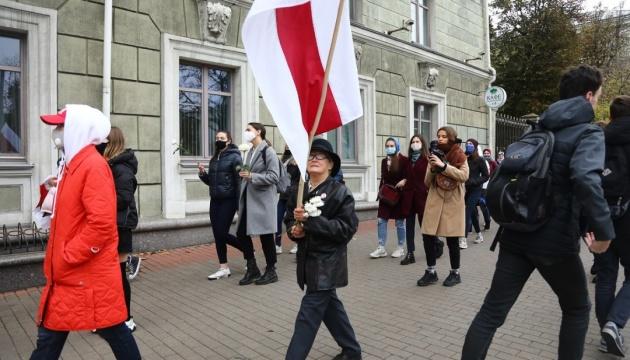 В Минске проходят марши женщин и студентов, начались задержания