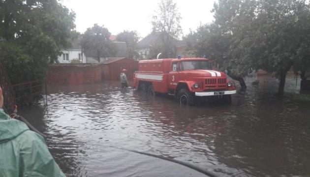 Ливень подтопил около десяти домов в Белой Церкви