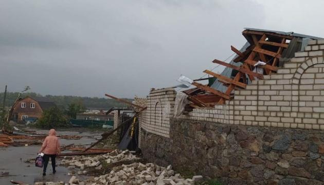 В Кировоградской и Николаевской областях из-за непогоды повреждены кровли школ и зданий