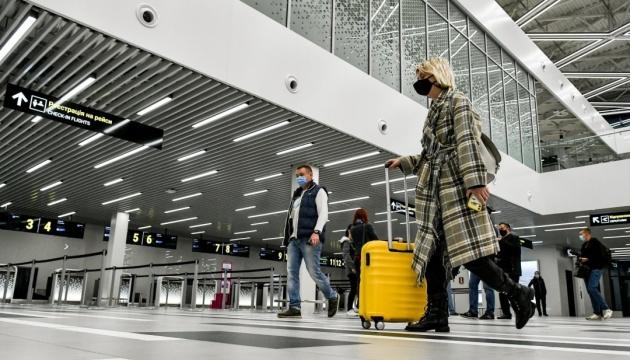 В этом году количество иностранцев, которые въехали в Украину, сократилось почти в четыре раза - Гостуризм