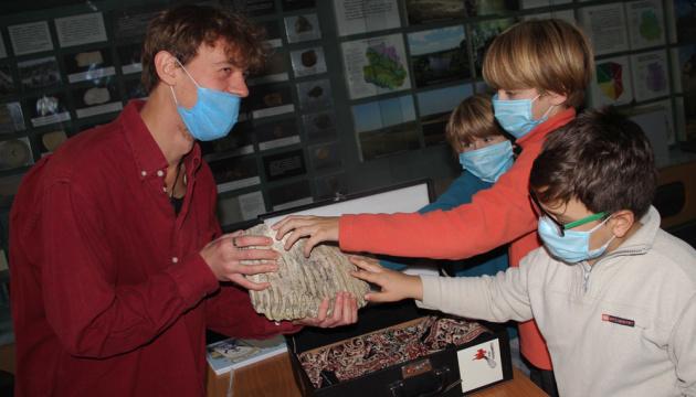 В Виннице краеведческому музею передали зуб мамонта