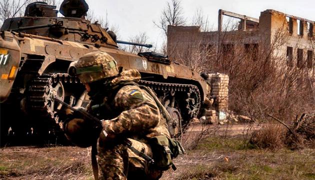 На Донбасі - три обстріли біля Водяного, загинули двоє військових