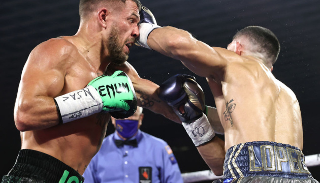 Ломаченку зробили операцію, він боксував з Лопесом з травмованим плечем