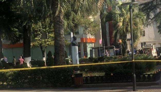 Грабіжник «Банку Грузії» звільнив трьох заручників і озвучив вимоги