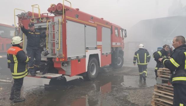 Під Києвом - пожежа на підприємстві з переробки хімікатів, є постраждалі