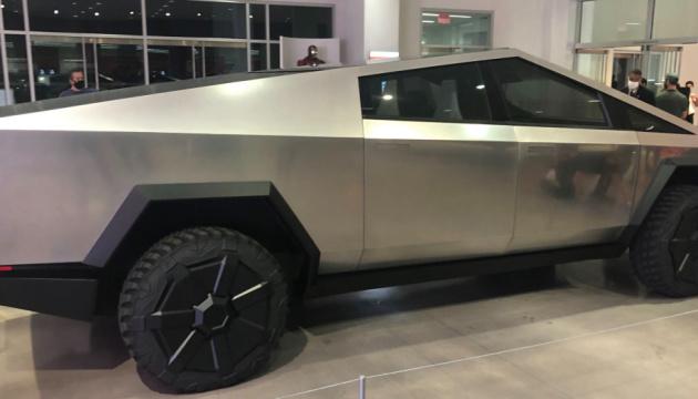Tesla «прокачала» бронированный Cybertruck