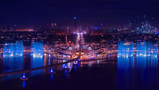 Найбільший у світі фонтан у Дубаї б'є вгору на 105 метрів