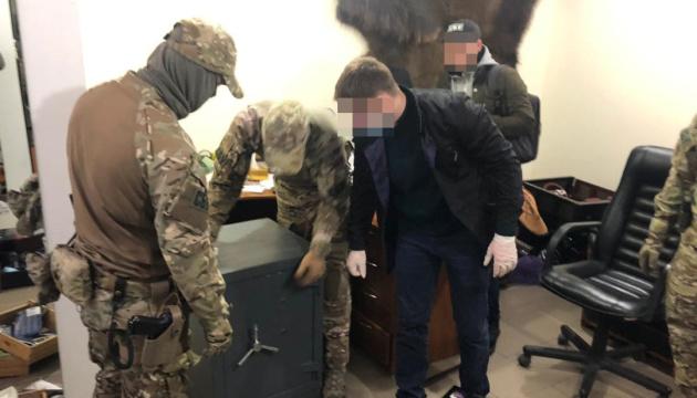 Рейдерство, «прослушка», збут наркотиків і зброї: СБУ викрила банду «перевертнів»