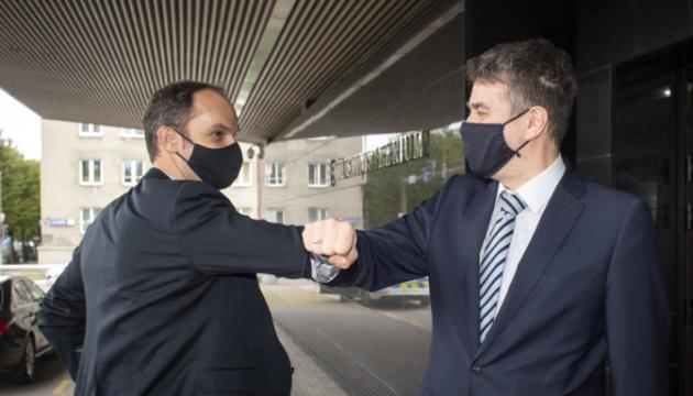 Главы МИД Латвии и Эстонии ушли на карантин из-за коронавируса у словенского министра