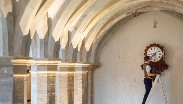 У резиденціях королеви Єлизавети II переведення годинників триває дві доби