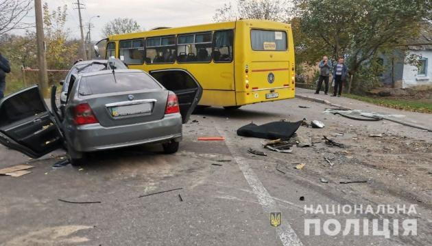 У Рівному зіткнулися два авто й автобус: один загиблий, семеро постраждалих