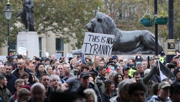 У Лондоні пройшов багатотисячний марш проти коронавірусного локдауну