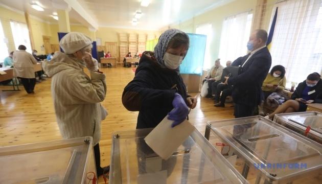 10月25日、ウクライナは統一地方選挙の投票日